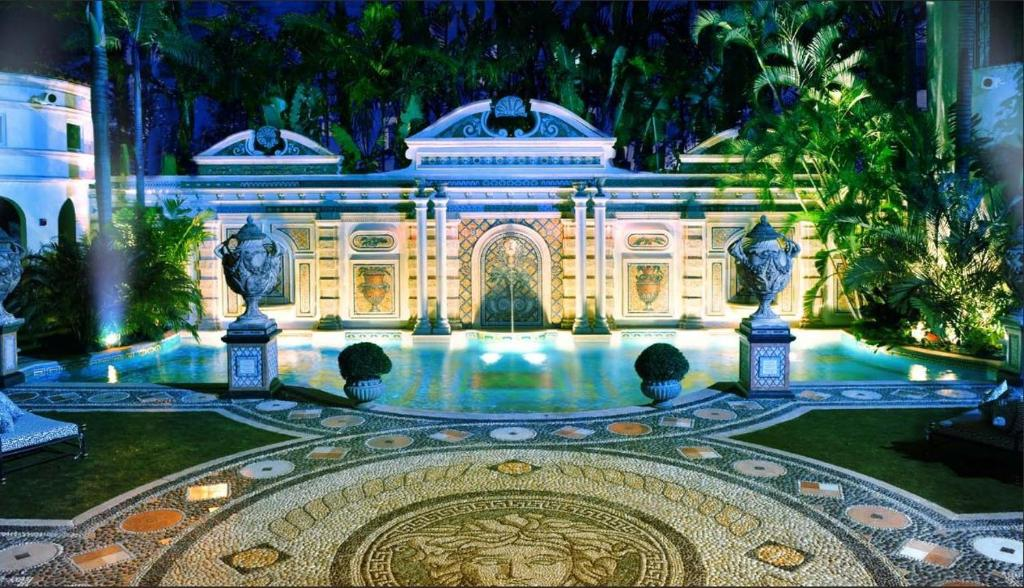 The villa casa casuarina miami beach fl for La mansion casa hotel ayacucho