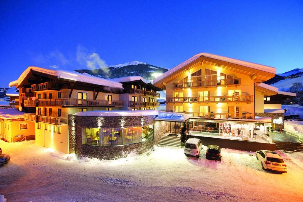 Hotel Alpina Saalbach Hinterglemm Austria Bookingcom - Hotel alpina austria