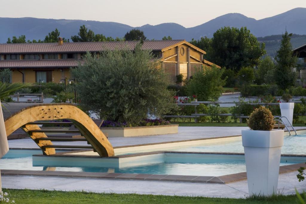 Il Baio Relais & Natural Spaの敷地内または近くにあるプール