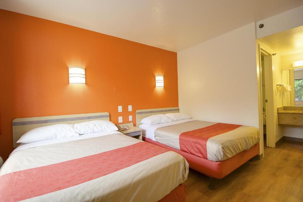 Motel 6 Lantana