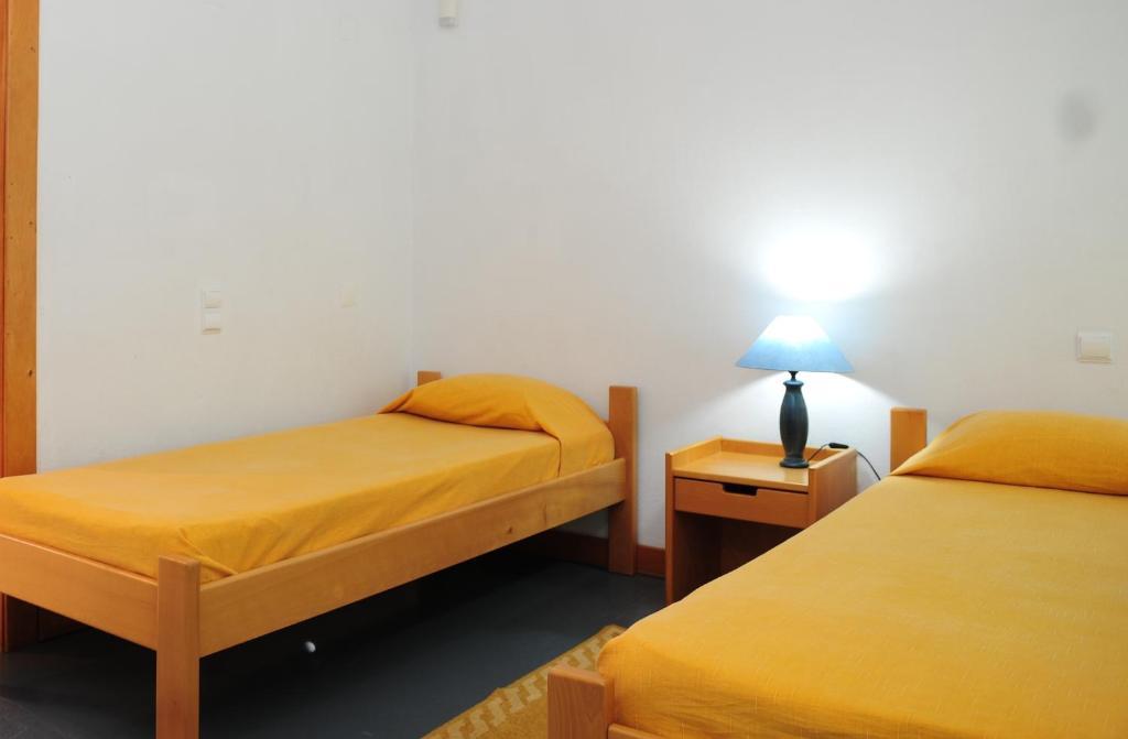 A bed or beds in a room at HI Abrantes – Pousada de Juventude
