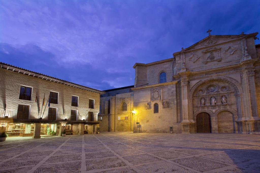Reservar Parador de Santo Domingo de la Calzada en Booking