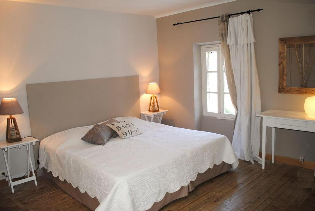 f5e14ff2b9 Bed and Breakfast Domaine de Layaude Basse, Lacoste, France ...