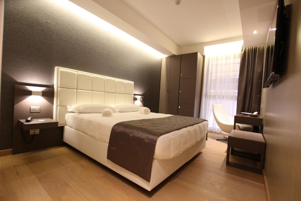A bed or beds in a room at Mokinba Hotels Baviera
