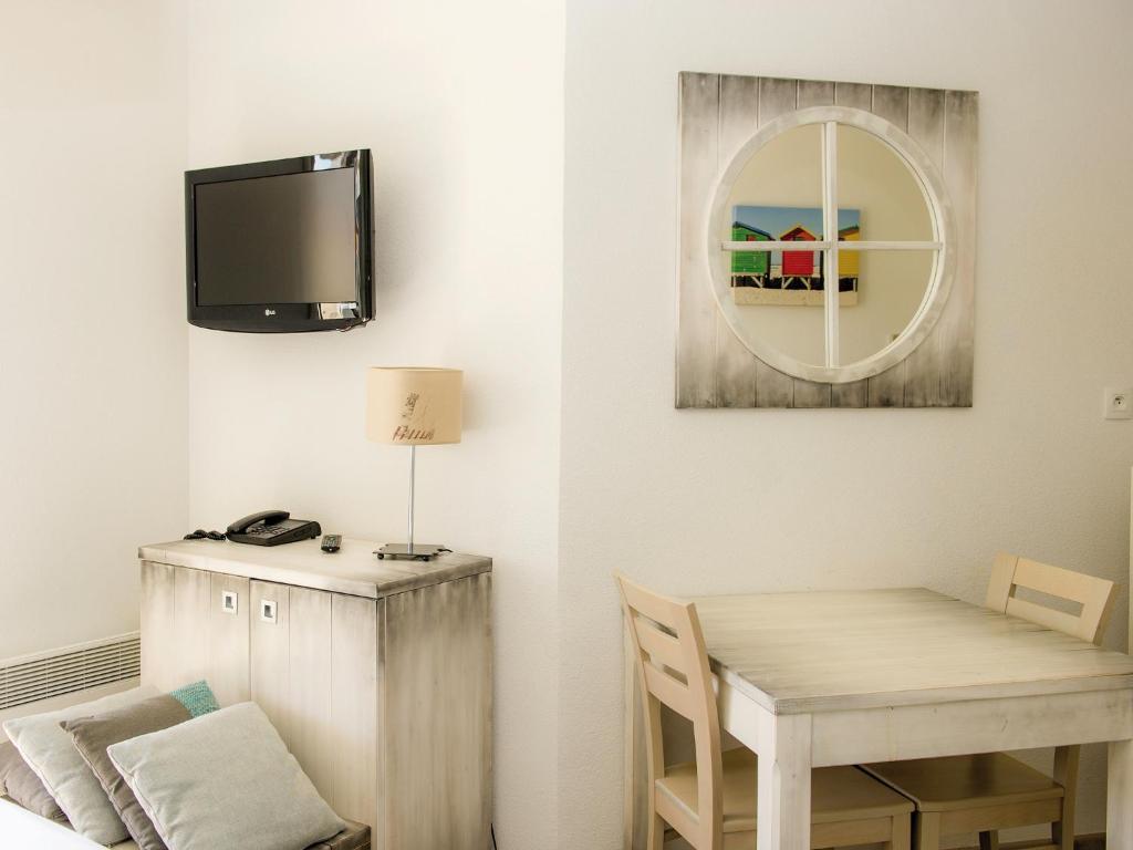 appart 39 h tel les jardins d 39 arvor france b nodet. Black Bedroom Furniture Sets. Home Design Ideas