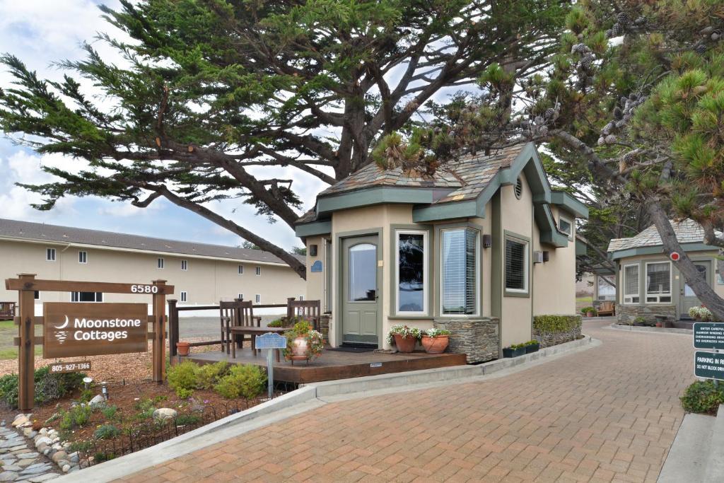 moonstone cottages cambria ca booking com rh booking com  moonstone beach cottages cambria ca
