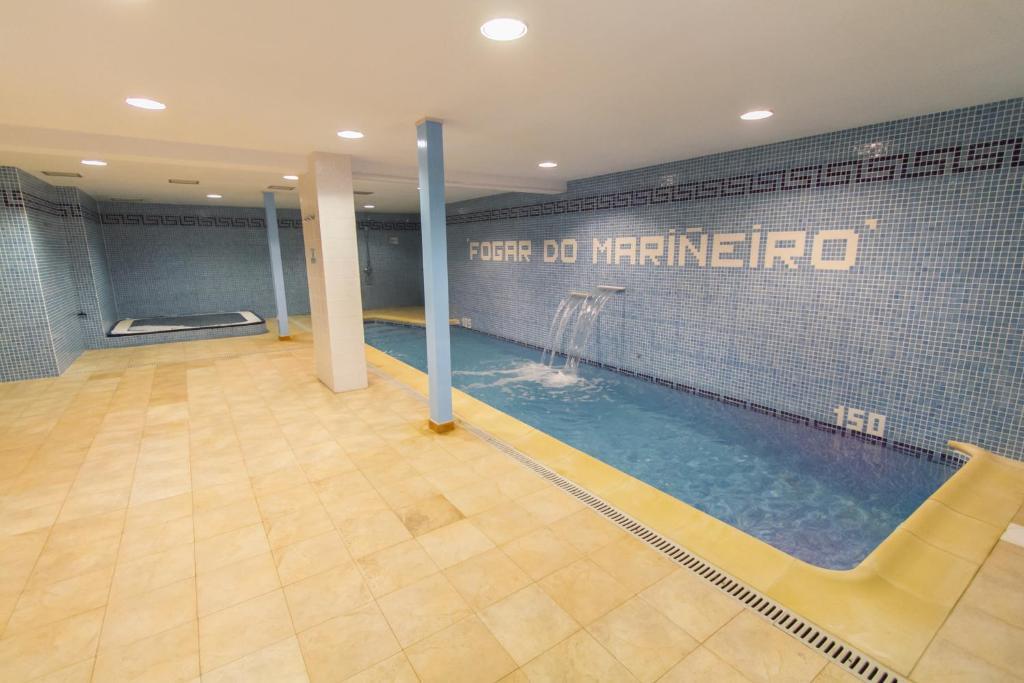 The swimming pool at or near Fogar do Mariñeiro
