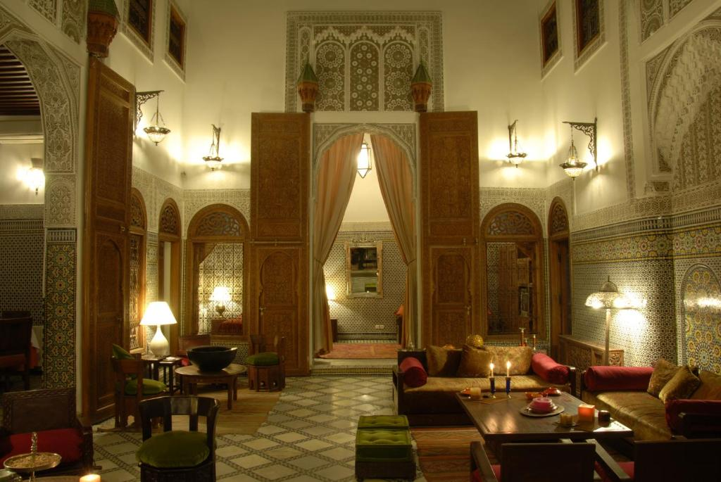 A restaurant or other place to eat at Riad Au 20 Jasmins