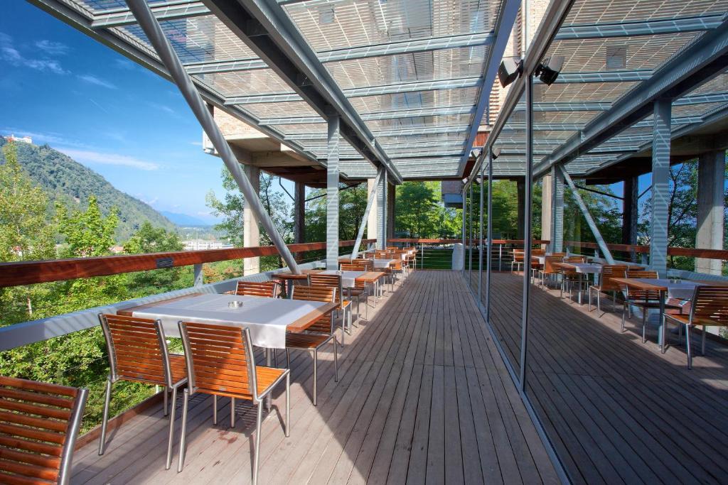 Ein Restaurant oder anderes Speiselokal in der Unterkunft Hotel Creina
