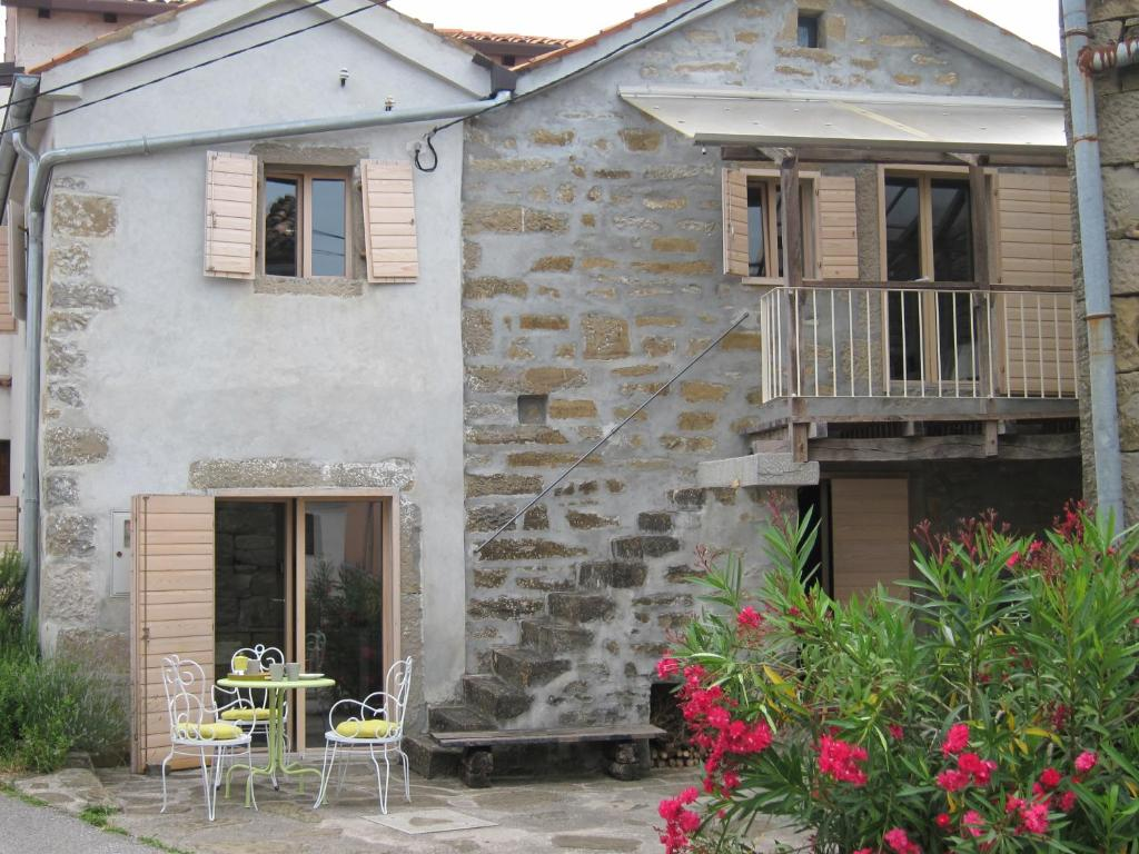 Недвижимость в Коринф в тихой деревушке недалеко от моря