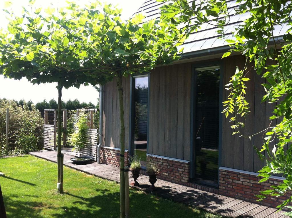 Vrt pred nastanitvijo De Greenhouse, Free parking
