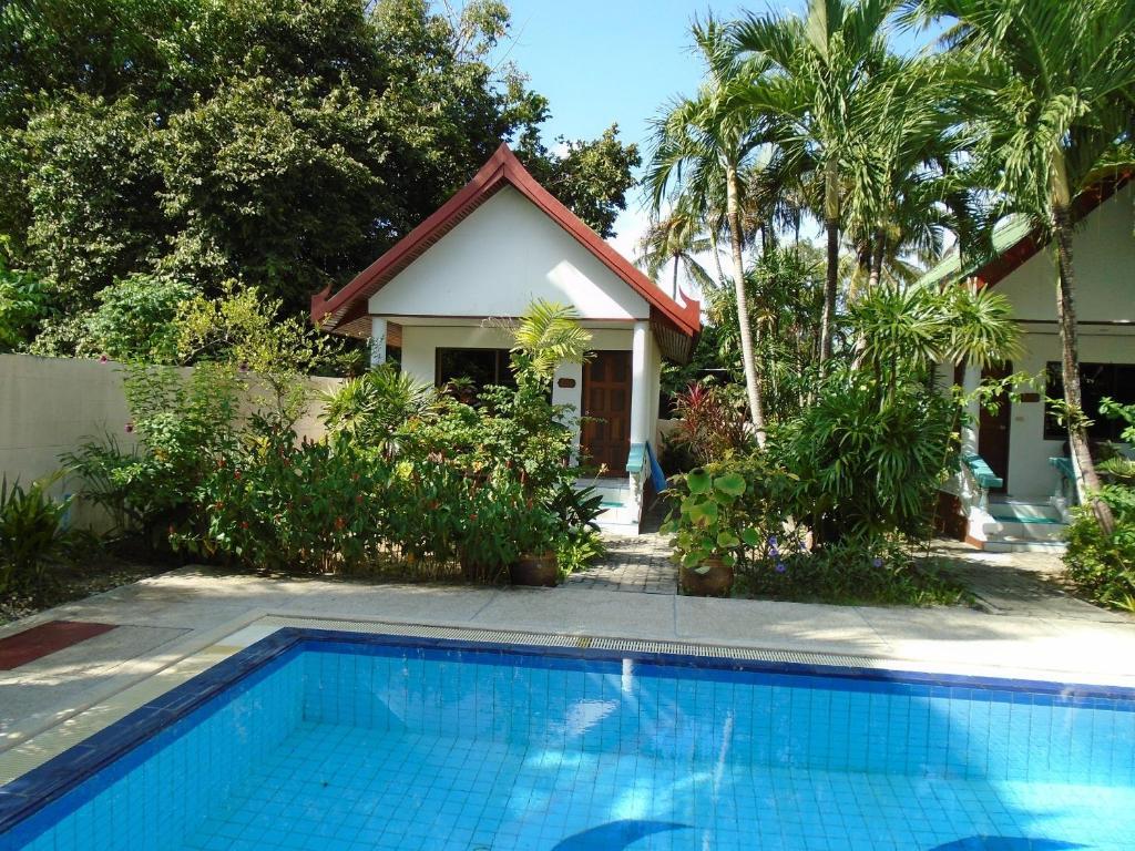 Hotel Baan Coconut, Bang Tao Beach, Thailand - Booking.com