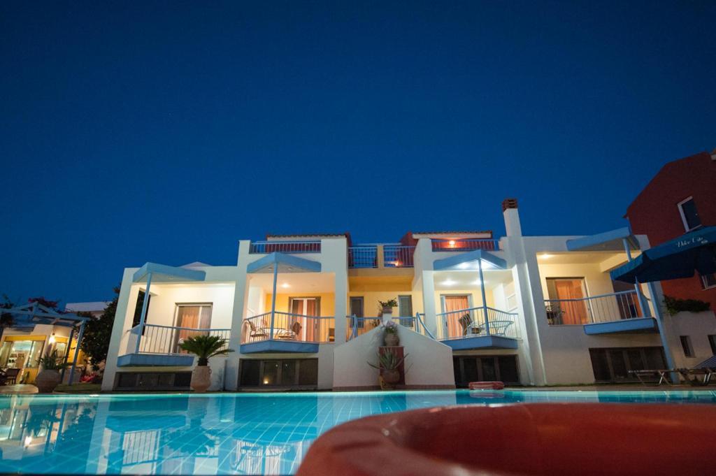 Дом на тенерифе Кипарисия