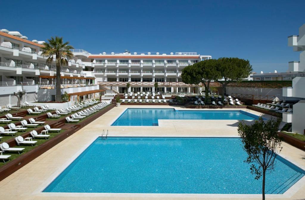 Het zwembad bij of vlak bij Aqualuz Lagos Hotel & Apartments - S.Hotels Collection