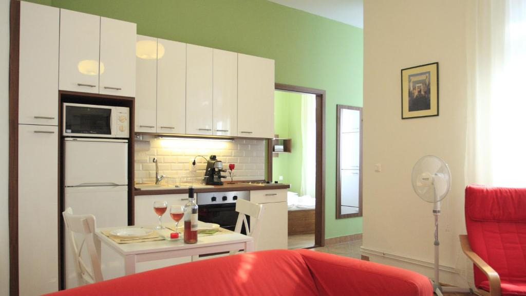 A kitchen or kitchenette at Molnár20 Apartment