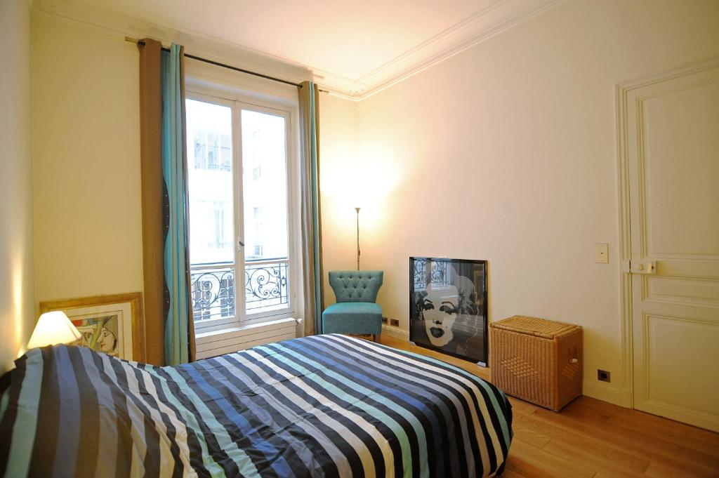 A bed or beds in a room at Champs Elysees Homestay