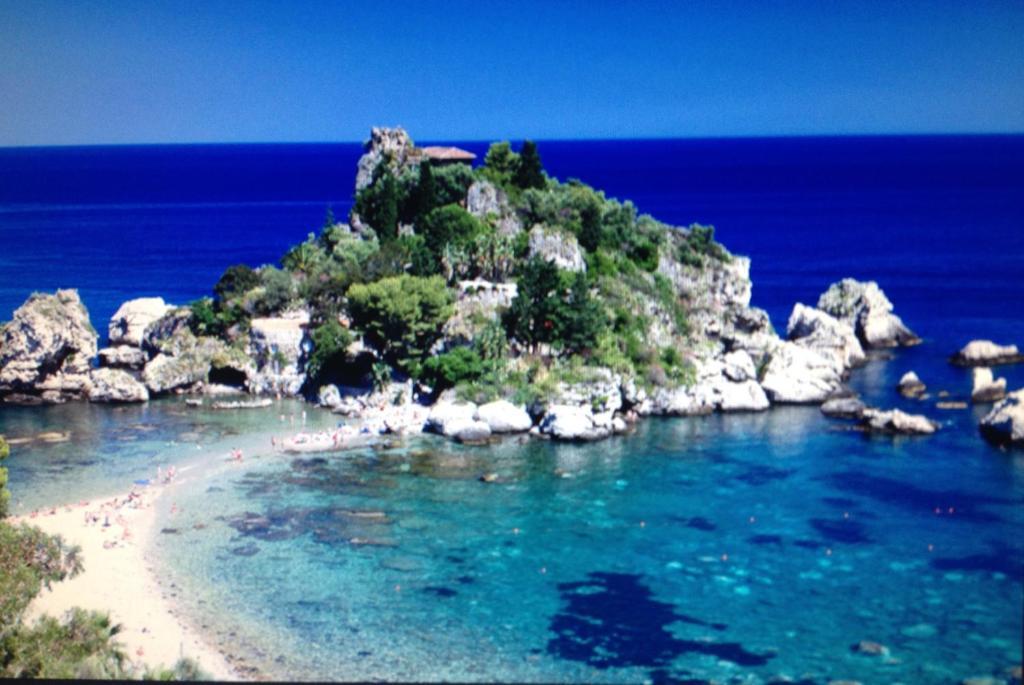 Appartamento la casa di laura giardini naxos italia for Giardini immagini
