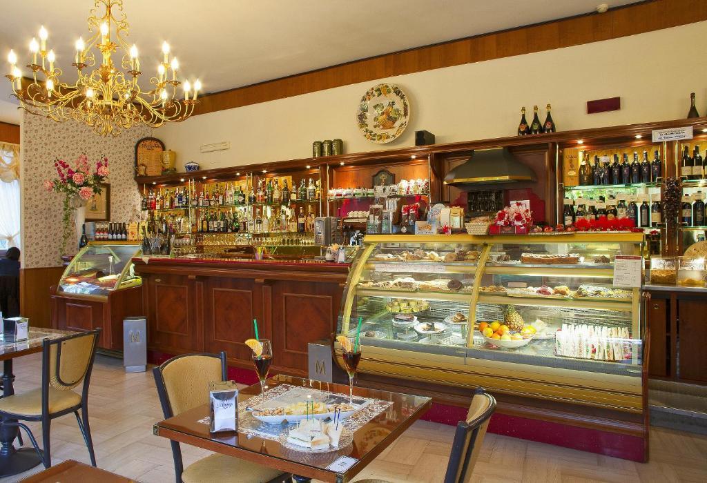 Populaire Hotel Miralago (Italia Albano Laziale) - Booking.com BK47
