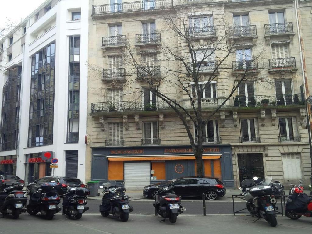 appartement chic 16 avenue mozart france paris. Black Bedroom Furniture Sets. Home Design Ideas