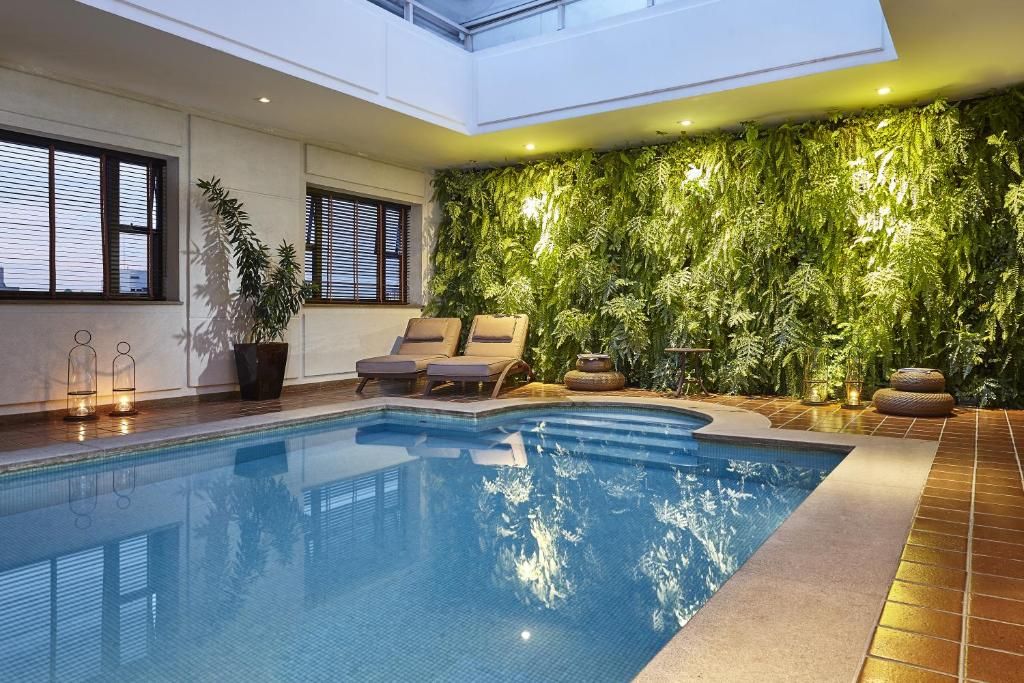 The swimming pool at or close to L'Hotel PortoBay São Paulo