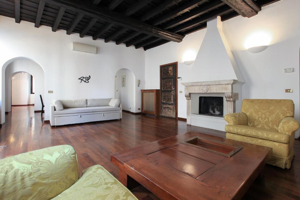 Prestigioso appartamento in centro milano prezzi for Appartamenti milano