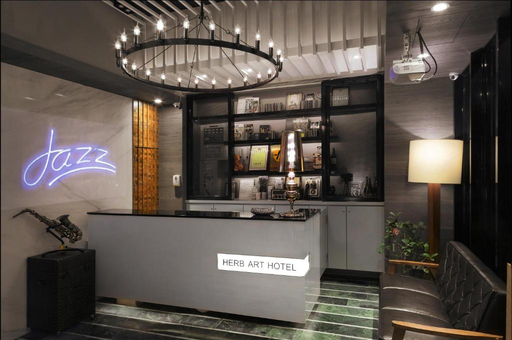 The lounge or bar area at Herb Art Hotel