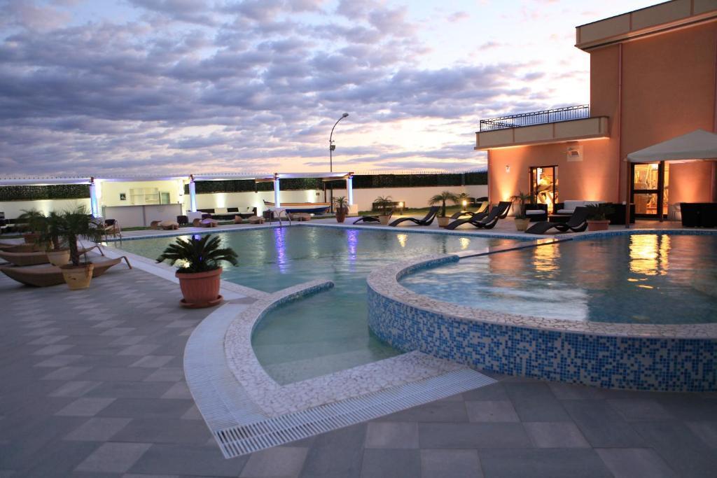 Бассейн в Grand Hotel Paradiso или поблизости