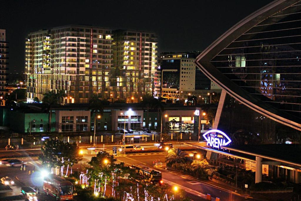 golden phoenix hotel manila review