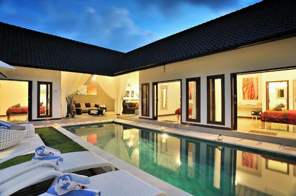Villa capri seminyak indonesia for Villas in capri