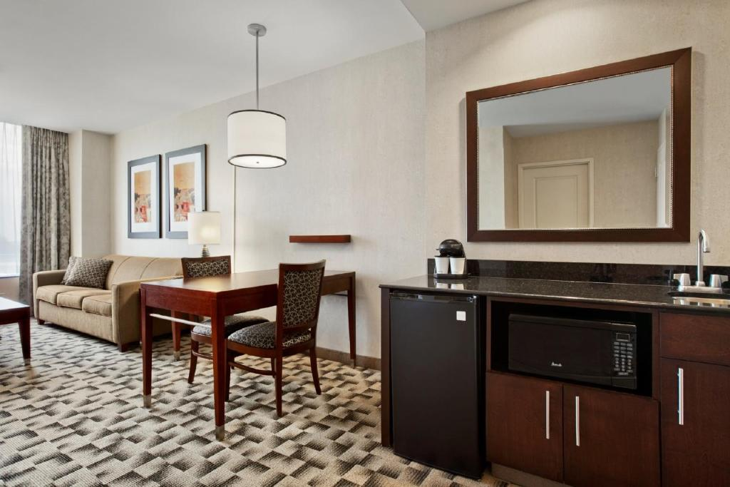 Hotel Embassy Suites Buffalo (USA Buffalo) - Booking.com