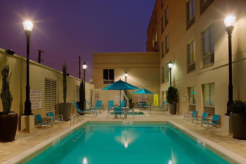 The swimming pool at or near Springhill Suites by Marriott Savannah Downtown Historic District