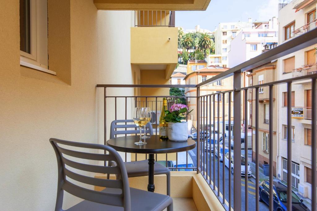 A balcony or terrace at Villa Serafina Apartements
