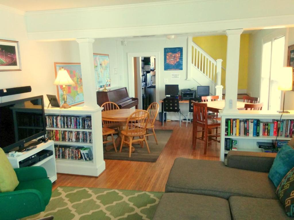 Living Room Furniture Columbus Ohio Hostel The Wayfaring Buckeye Columbus Oh Bookingcom