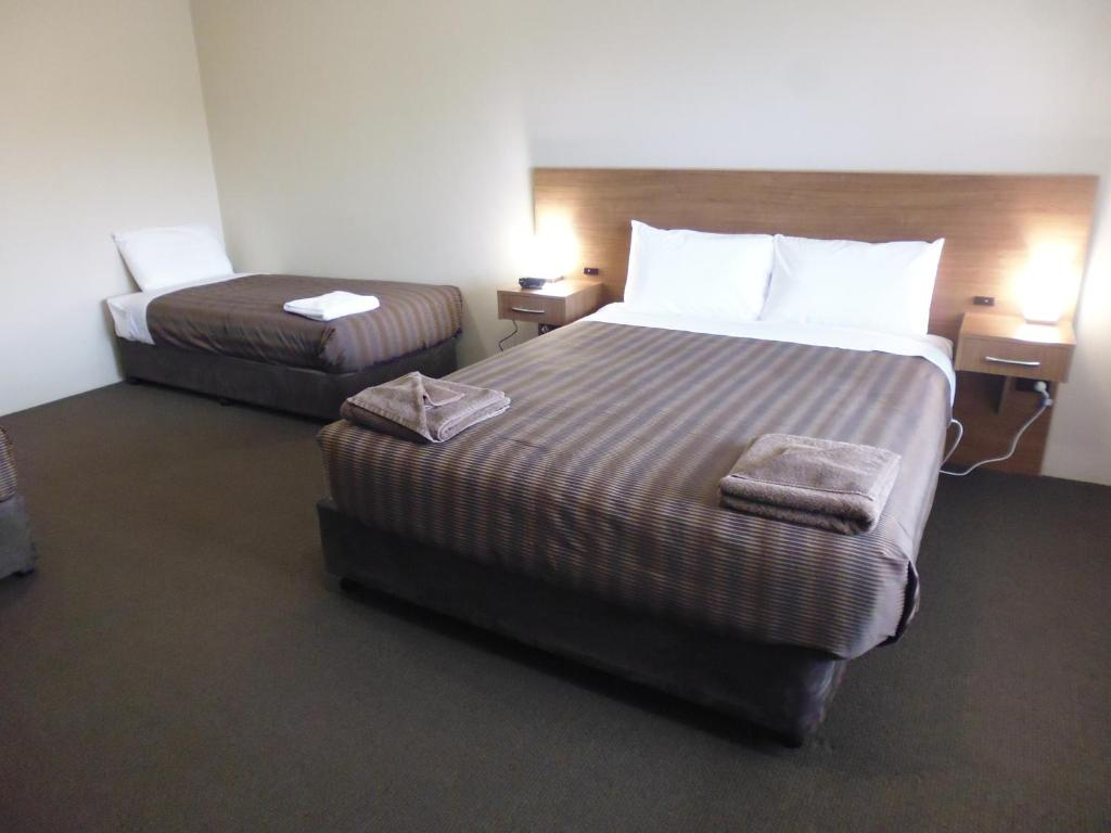 A bed or beds in a room at Seabrook Hotel