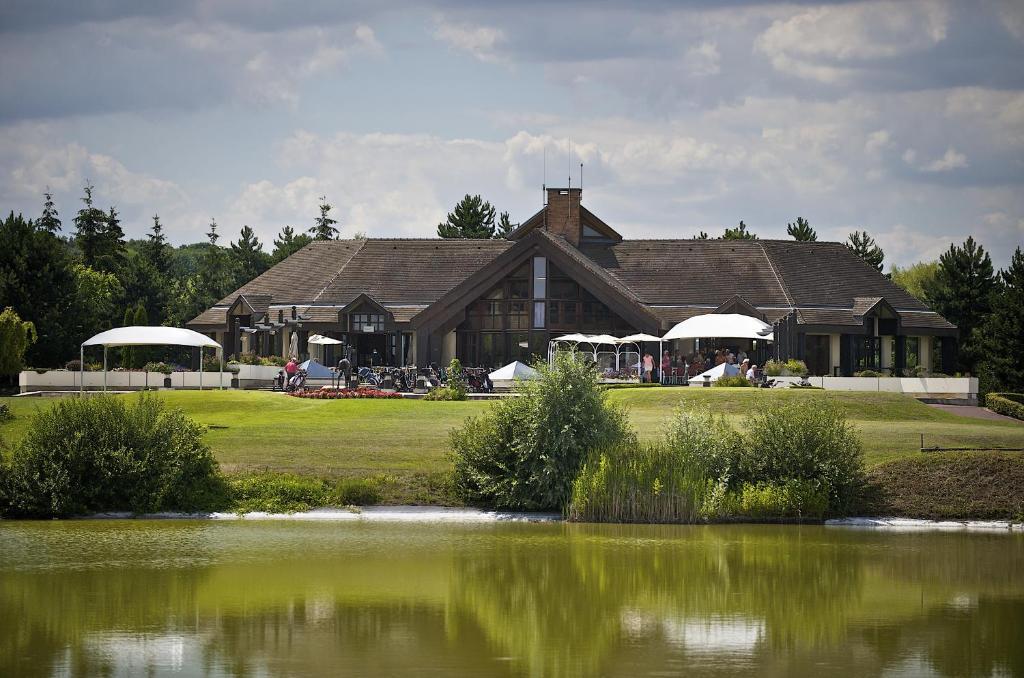 golf hotel mont griffon luzarches avec des photos bookingcom - Golf De Domont Mariage