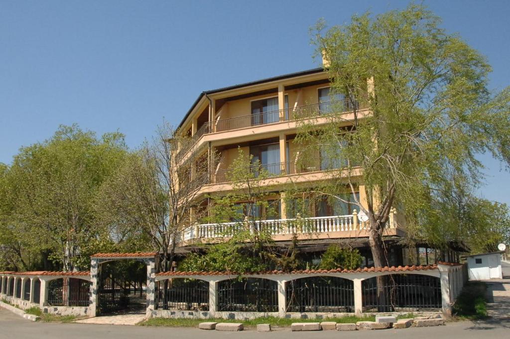 Къща за гости Complex Lipite - Ахелой