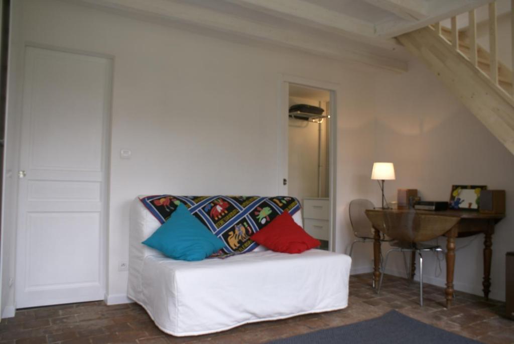 A seating area at La Chambre De Maud