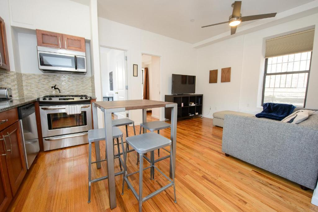 apartment lower east side 3 bedroom, new york city, ny - booking