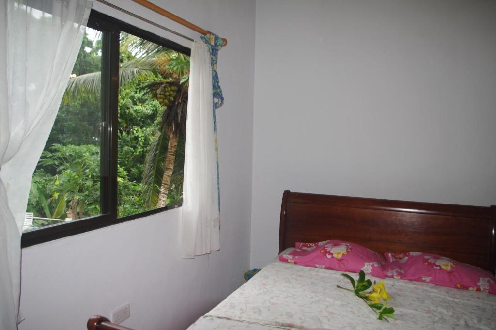 A bed or beds in a room at Papaya Guesthouse