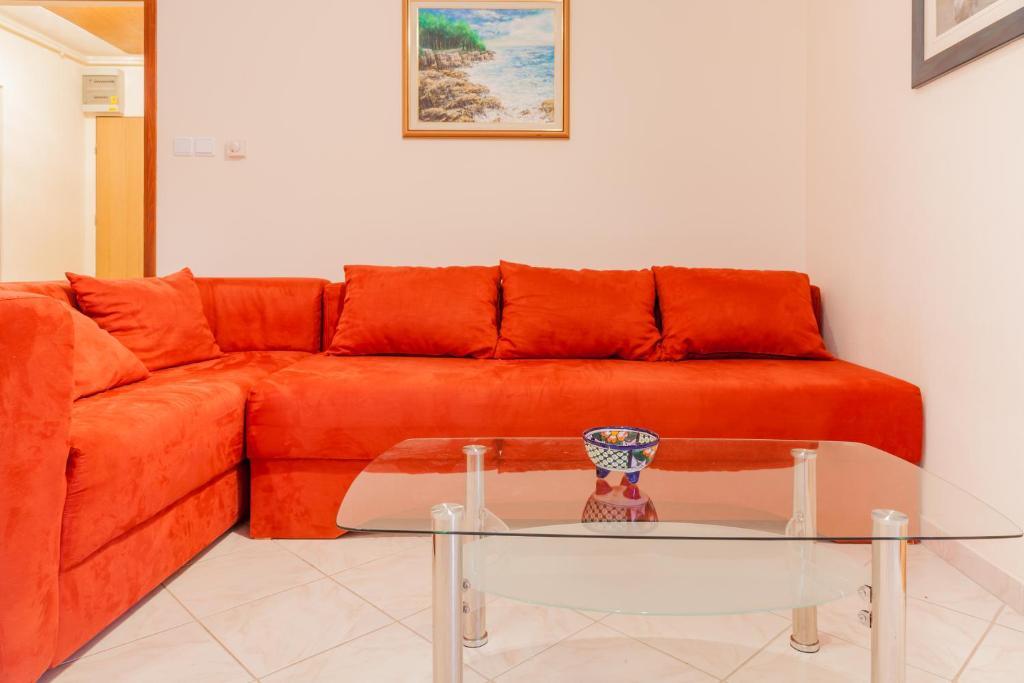 A seating area at Apartment Aldo