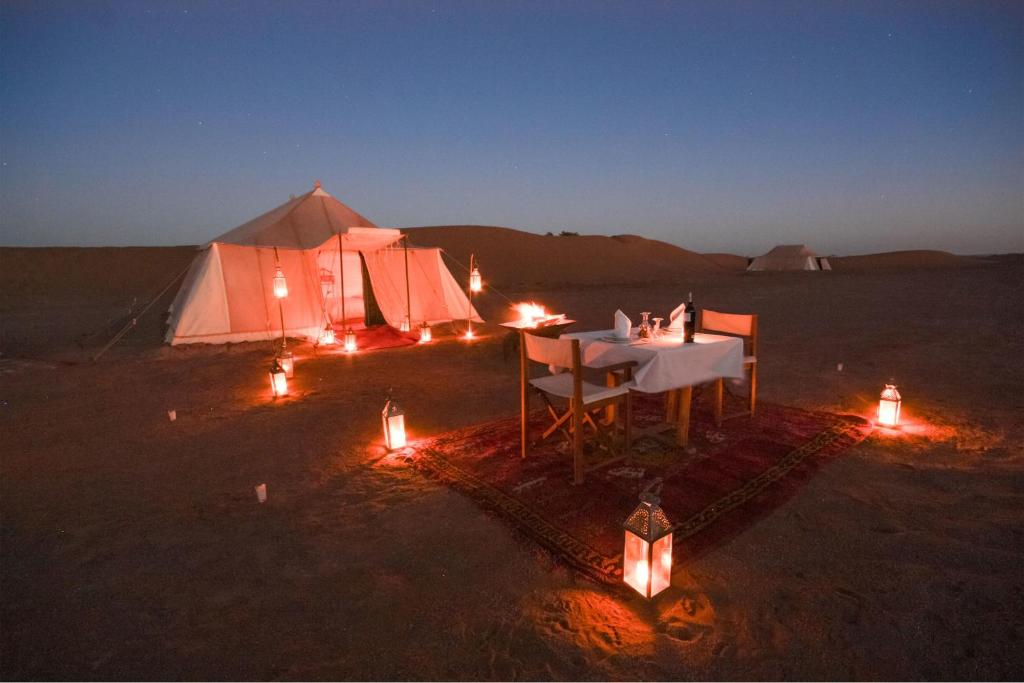 Hotel bivouac de luxe le pacha mhamid morocco for Reservation hotel luxe