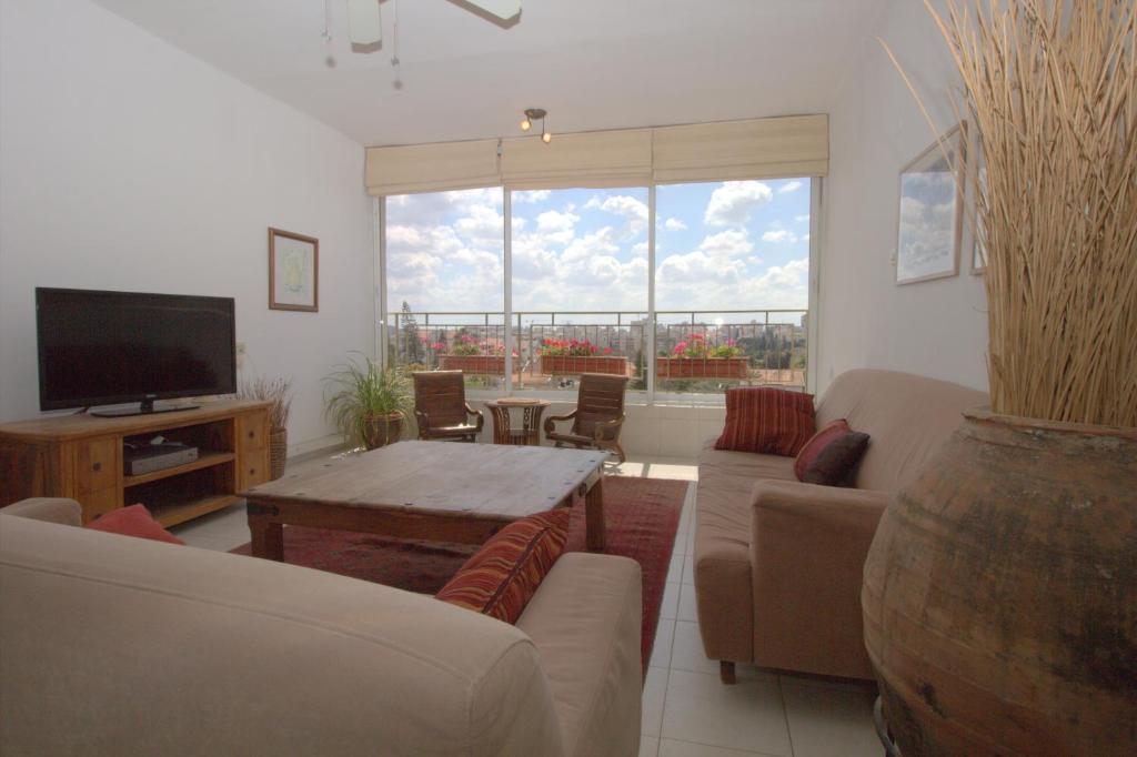Ein Sitzbereich in der Unterkunft Kfar Saba View Apartment