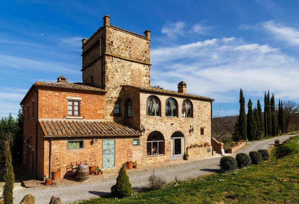 Commercial property in Montepulciano buy cheap
