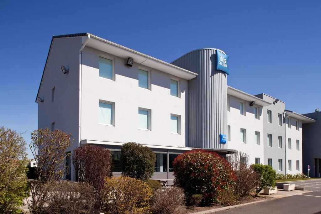 H tel ibis clermt ferand riom france riom for Reservation hotel france