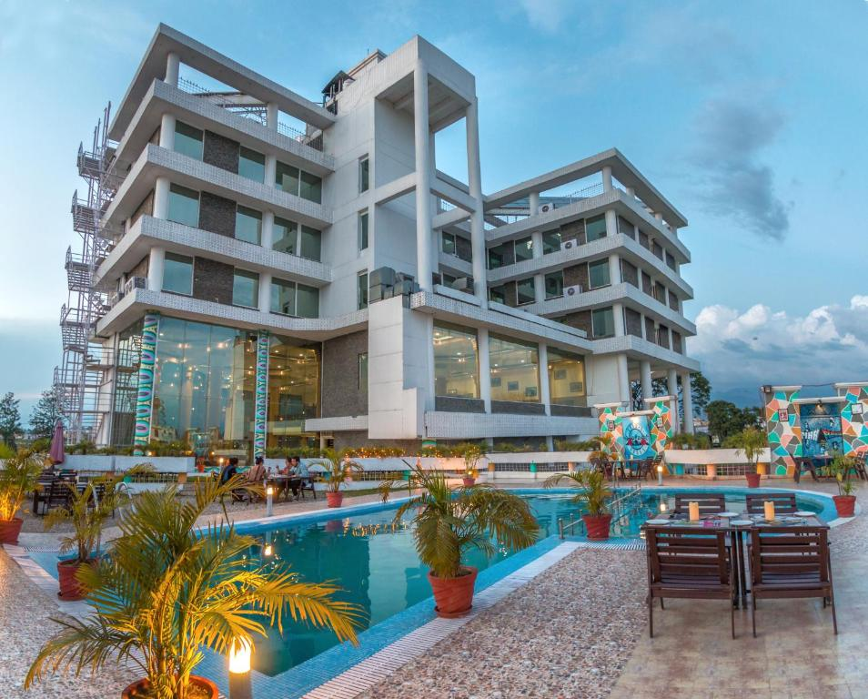Hotel the solitaire dehradun india for Booking hotels