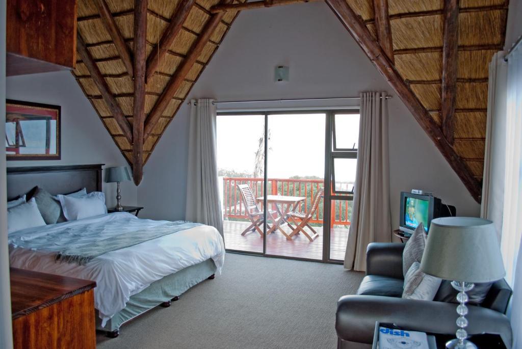 Crawford's Beach Lodge & Cabins