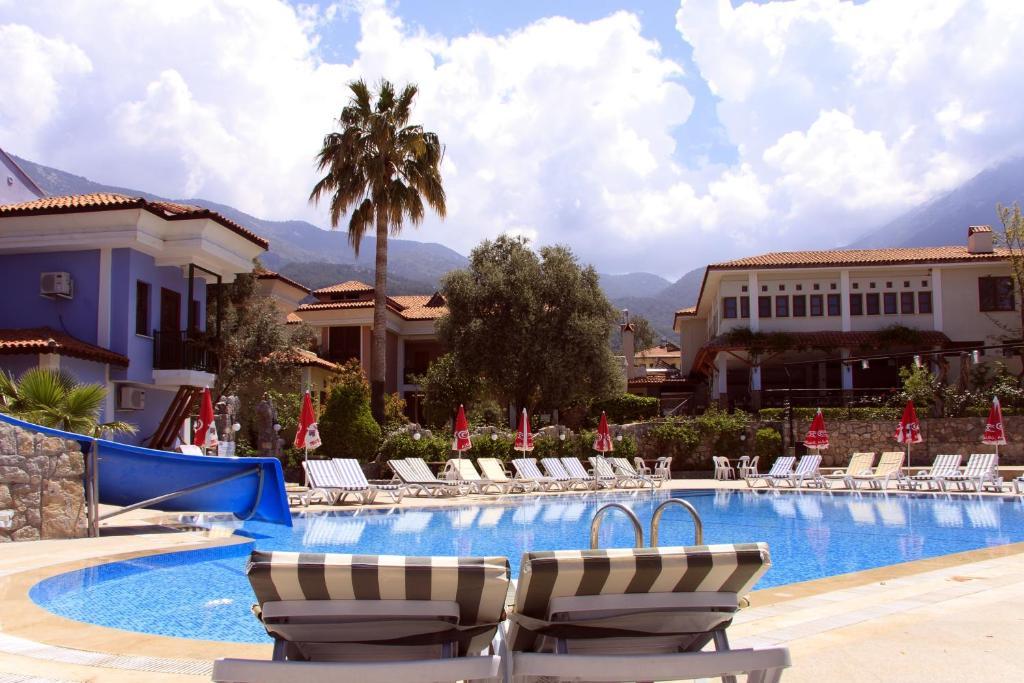 flirting games at the beach club resort hotel florida