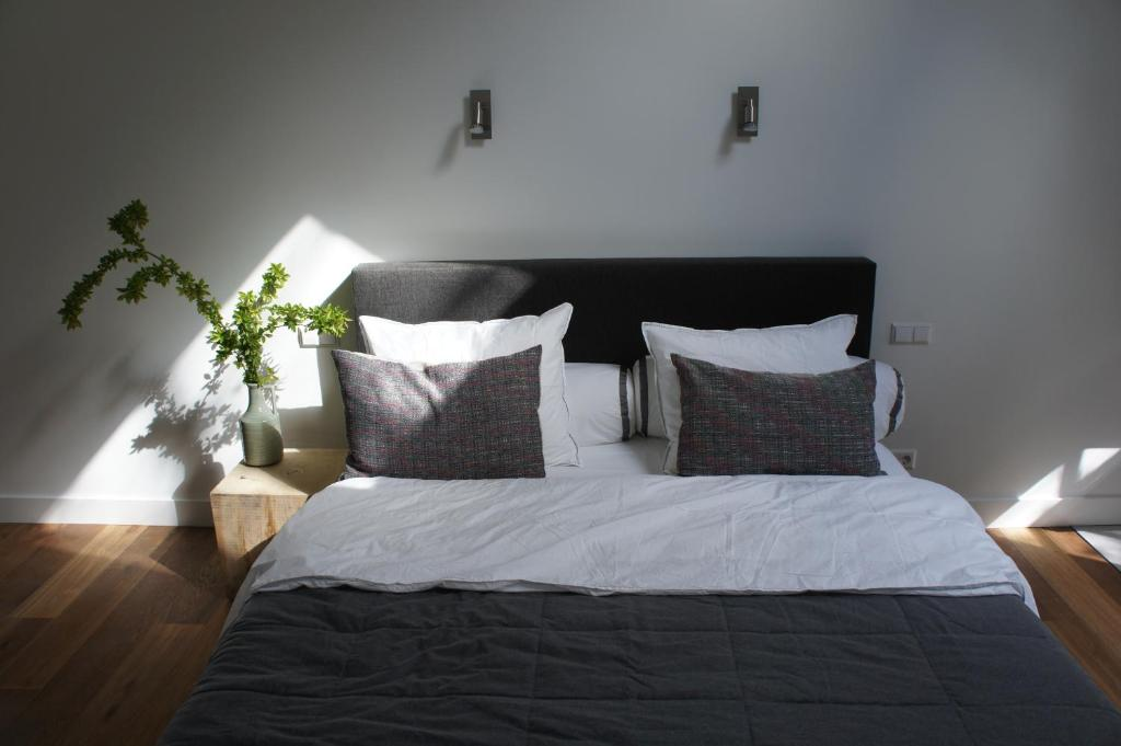 A bed or beds in a room at B&B Boshuis Darthuizerpoort