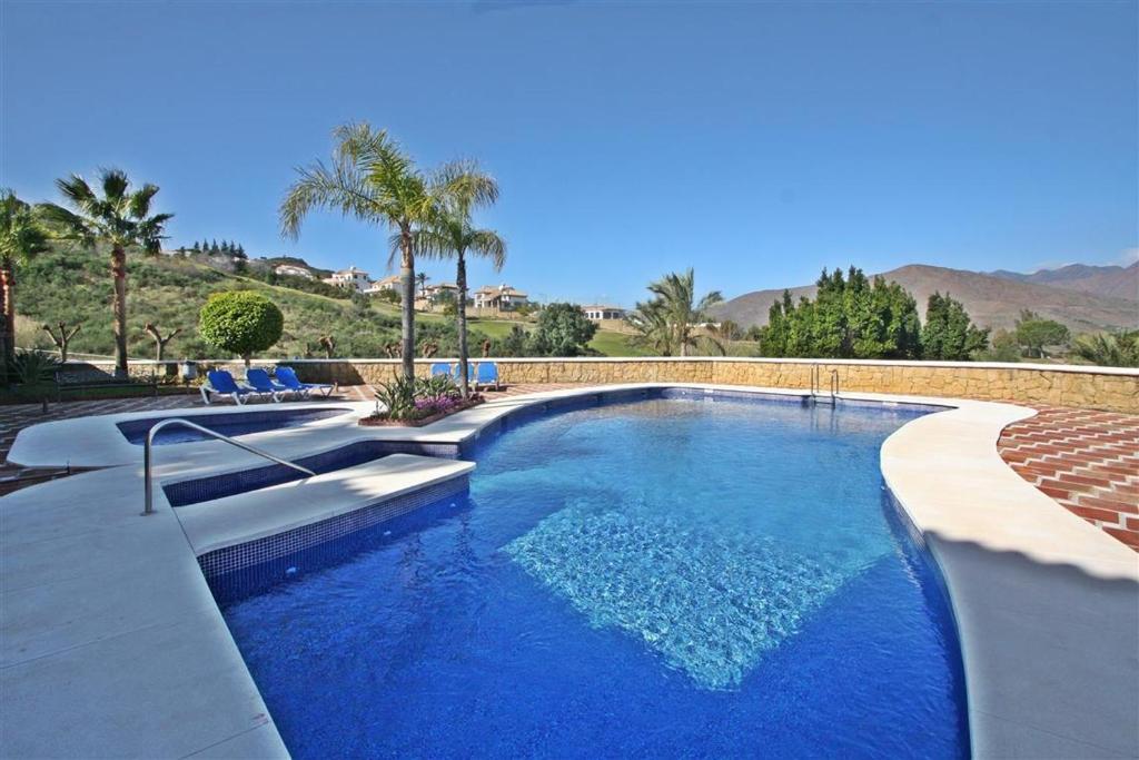 Het zwembad bij of vlak bij La Cala Golf Resort
