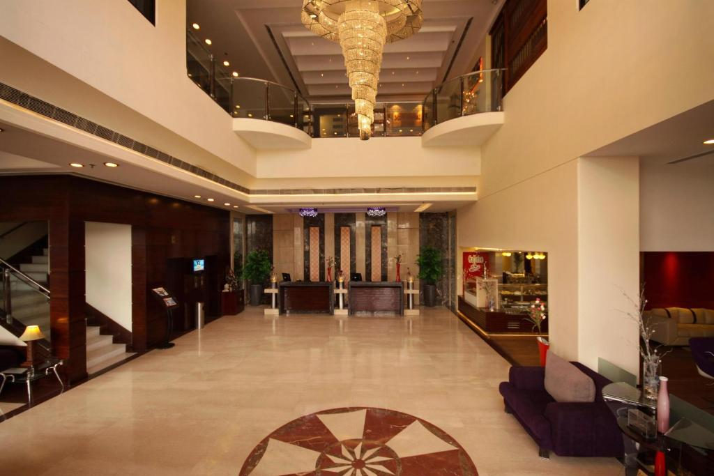 The lobby or reception area at Golden Tulip Amritsar